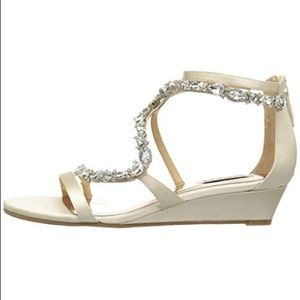 Badgley Mischka Sierra Wedge size 7